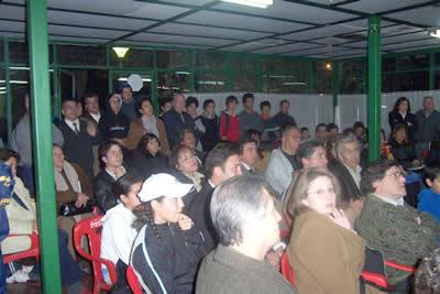 Público asistente al evento (martes 25 de agosto del 2004).