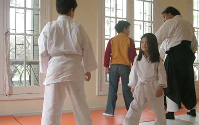 Práctica del Aikido con fines recreativos y pedagógicos. Iniciativa del Sindicato de Funcionarios de la Universidad Diego Portales en la Comuna de Santiago-Chile.