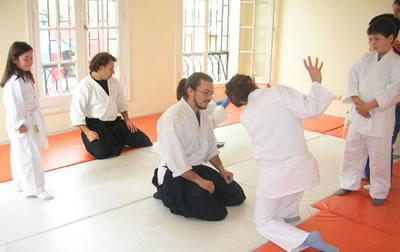 Valores que promueve el Aikido: La unión, el aspecto circular, el dejar pasar y controlar la situación, que es algo que muchas veces en nuestra vida cotidiana no lo hacemos, se nos va de las manos.