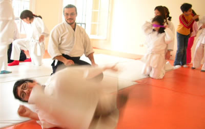 Beneficios de la práctica del Aikido en los niños: Mejorar la calidad de los niños, mejorar la salud, sus relaciones interpersonales.