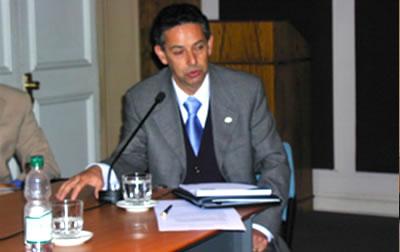 Carlos Pizani, Vice-Presidente del Comité Olímpico de Chile (al momento de este reportaje) title=