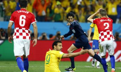 El árbitro como todos en el juego hace lo mejor que puede.
