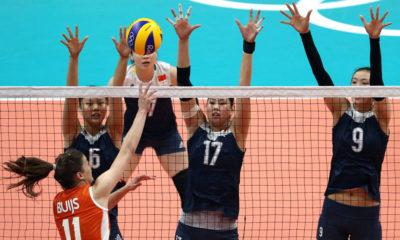 El voleibol enseña a jugar en equipo y entender que un jugador depende del otro para ganar el juego.